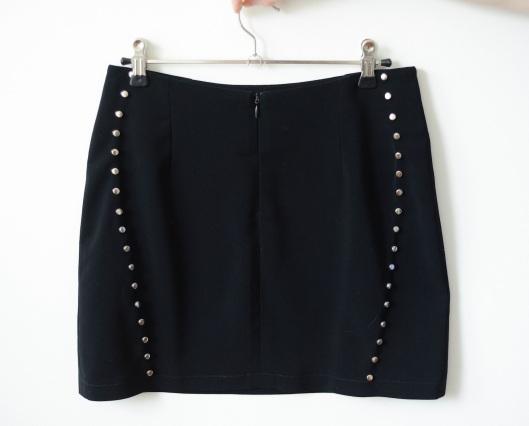 szycie na maszynie, szycie ubrań, blog o szyciu, blog szyciowy, blog krawiecki, spódnica z ćwiekami, wykroje burda, szycie spódnicy, rockandrollowa minispódnica, ćwieki
