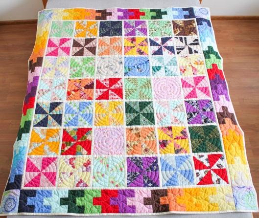 kolorowy patchwork, kołderka patchoworkowa, nauka szycia patchworków, patchwork wiatraczki, poduszki patchworkowe, quilting, szczecin szyje patchworki, szycie na maszynie, szycie patchworków szczecin, warsztaty patchworkowe szczecin